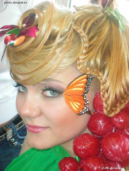 В этой конкурсной работе принимала непосредственное участие мастер-парикмахер из аюрведического салона красоты 'AyurNadiN'